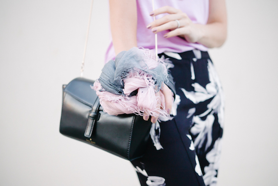 singapore_fashion_blogger_blackwhite_floralpants2